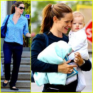 Jennifer Garner: Weekend Outings with the Kids!