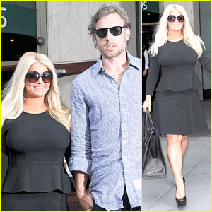 Jessica simpson pregnant boobs 8