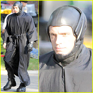 Joel Kinnaman as 'Robocop' - First Look!