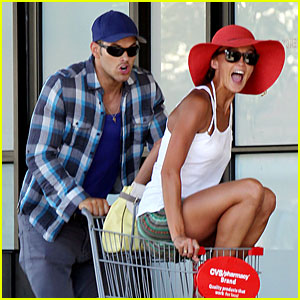 Kellan Lutz: Shopping Cart Ride for Sharni Vinson!