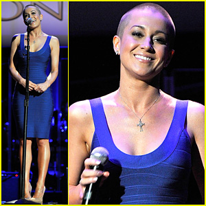 Kellie Pickler Performs with Shaved Head at ACM Honors!