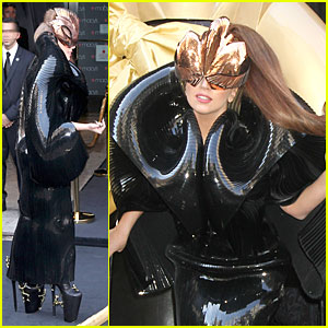 Lady Gaga: Macy's Fame Fragrance Launch!