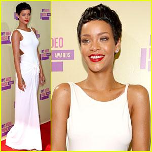 Rihanna Debuts Short Hair on MTV VMAs 2012 Red Carpet