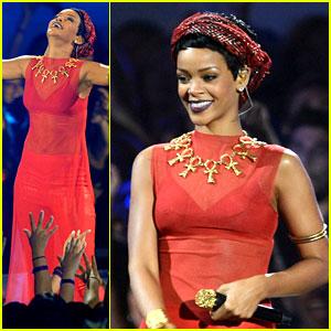 Rihanna's MTV VMAs Performance 2012 - Watch Now!