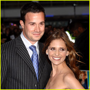 http://cdn01.cdn.justjared.com/wp-content/uploads/headlines/2012/09/sarah-michelle-gellar-freddie-prinze-jr-welcome-baby-boy.jpg