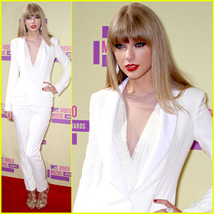 Taylor Swift - MTV VMAs 2012 Red Carpet