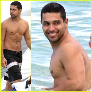 Wilmer Valderrama: Shirtless in Miami!