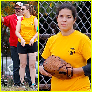 Amber Tamblyn & America Ferrrera: Softball Players in the Big Apple!