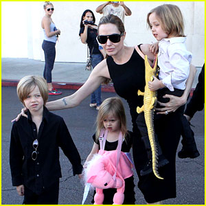 Angelina Jolie: Halloween Shopping with the Kids!