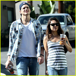 Ashton Kutcher & Mila Kunis: Iced Coffees To Go!