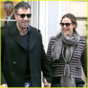 Ben Affleck & Jennifer Garner Hold Hands in Paris!