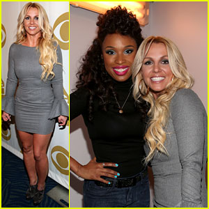 Britney Spears & Jennifer Hudson: Whitney Houston Tribute!