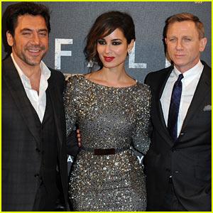 Daniel Craig & Javier Bardem: 'Skyfall' Paris Premiere!