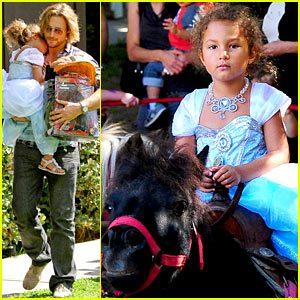 Gabriel Aubry & Nahla: Halloween Costume Shopping!