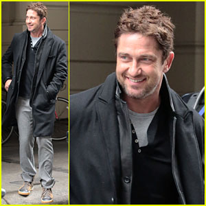 Gerard Butler's Good Looks Praised by Jon Stewart