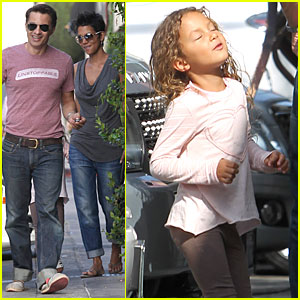 Halle Berry: Halloween Decorations Shopping with Nahla!