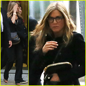 Jennifer Aniston: Boston Business Meeting