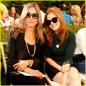 Jennifer Aniston: CFDA/Vogue Fashion Show with Isla Fisher!