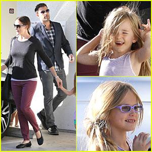 Jennifer Garner & Ben Affleck Make Cake with the Kids!