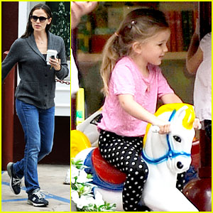 Jennifer Garner: Merry-Go-Round Ride for Seraphina!