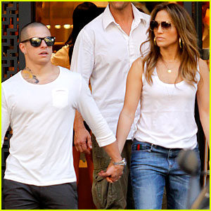Jennifer Lopez & Casper Smart: Family Dinner in Spain!
