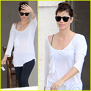 Jessica Biel: First Look at Wedding Ring!