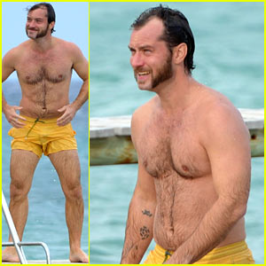 Jude Law: Shirtless Swim in St. Tropez!