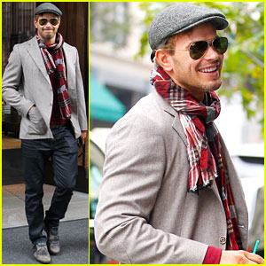 Kellan Lutz: Handsome Hotel Check Out!