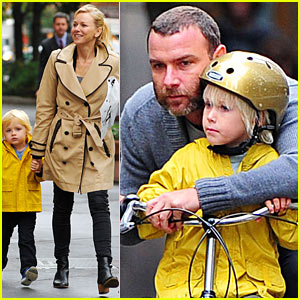 Naomi Watts & Liev Schreiber: Family Fun in the Big Apple!
