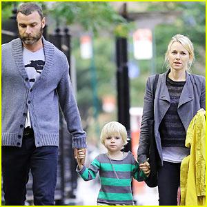 Naomi Watts & Liev Schreiber: Sunday Family Stroll!
