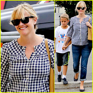 Reese Witherspoon Juices Up with Deacon!