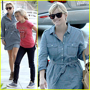Reese Witherspoon: Sports Medicine Stop with Ava!