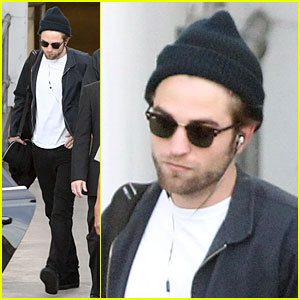 Robert Pattinson Touches Down in Sydney!