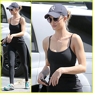 Rosie Huntington-Whiteley: New York Yankees Fan!