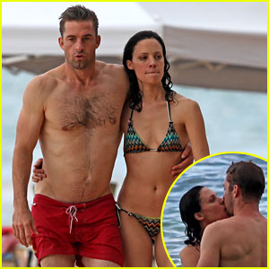Scott Speedman & Camille De Pazzis: Kissing!