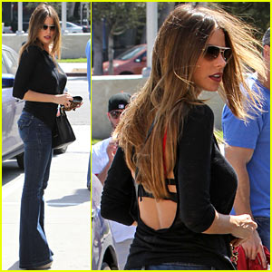 Sofia Vergara: Low-Backed Shirt For Football Sunday!
