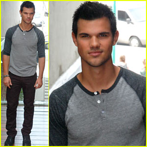 Taylor Lautner:  'Twilight: Breaking Dawn - Part 2' Photo Call in Brazil!