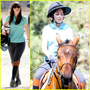 Zooey Deschanel: Horseback Riding Class!