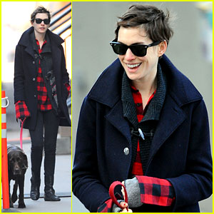 Anne Hathaway: Oscars Hosting Gig Looked 'Slightly Manic'