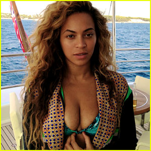 Beyonce: Bikini Babe in New Tumblr & Instagram Pics!
