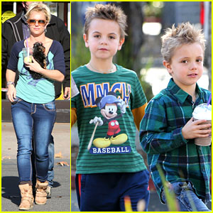 Britney Spears: Coffee Bean Stop with the Boys!