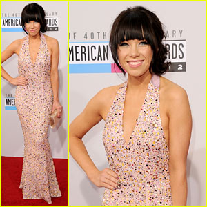 Carly Rae Jepsen - AMAs 2012 Red Carpet