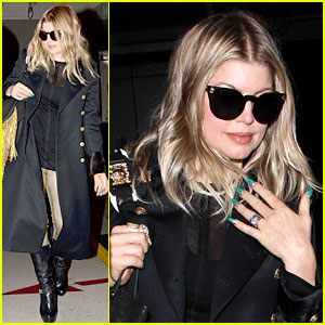 Fergie: Pointy Green Nails at LAX!
