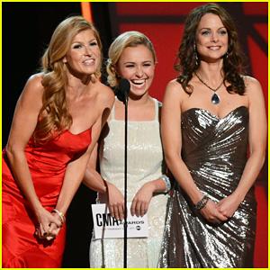 Hayden Panettiere & Connie Britton - CMA Awards 2012 Presenters!