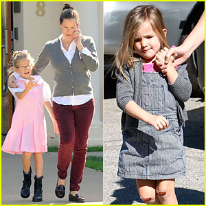 Jennifer Garner: Voting Stop with Violet!