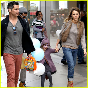 Jessica Alba & Cash Warren: Giggles N' Hugs with Honor