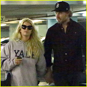 Jessica Simpson & Eric Johnson Hold Hands in Beverly Hills