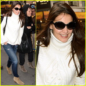 Katie Holmes: 'Dead Accounts' Arrival with Stylist Jeanne Yang!