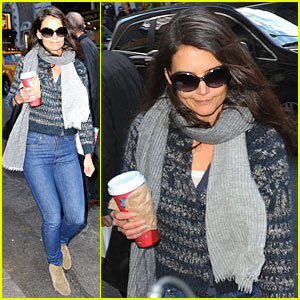 Katie Holmes: 'Dead Accounts' Opens Next Week!