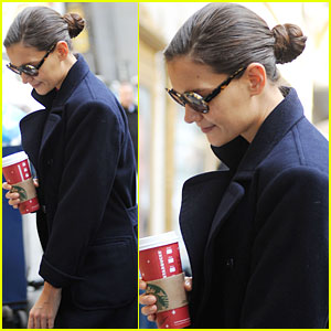 Katie Holmes: 'Dead Accounts' Starts Tonight!